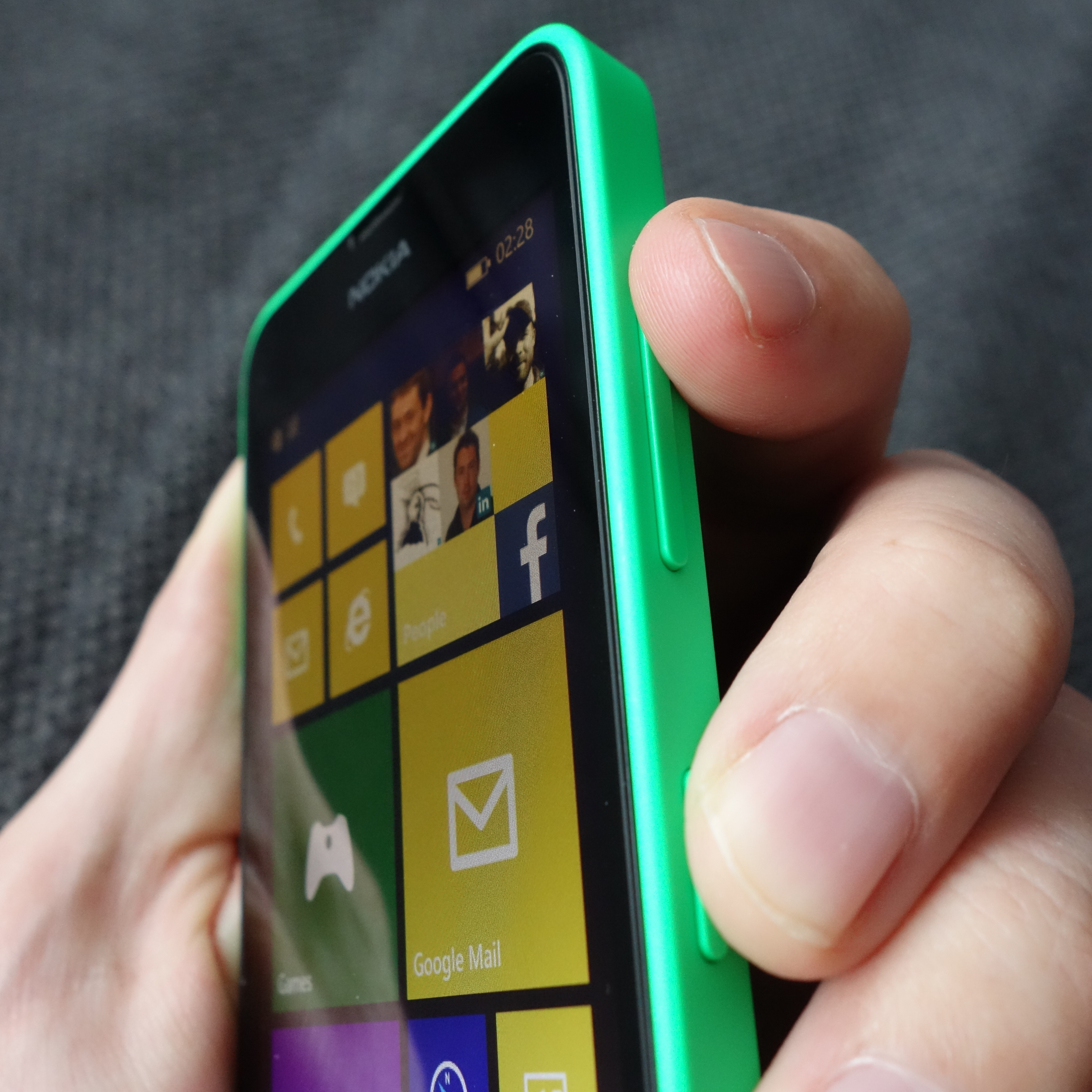 how to get a screenshot on windows 8 phone