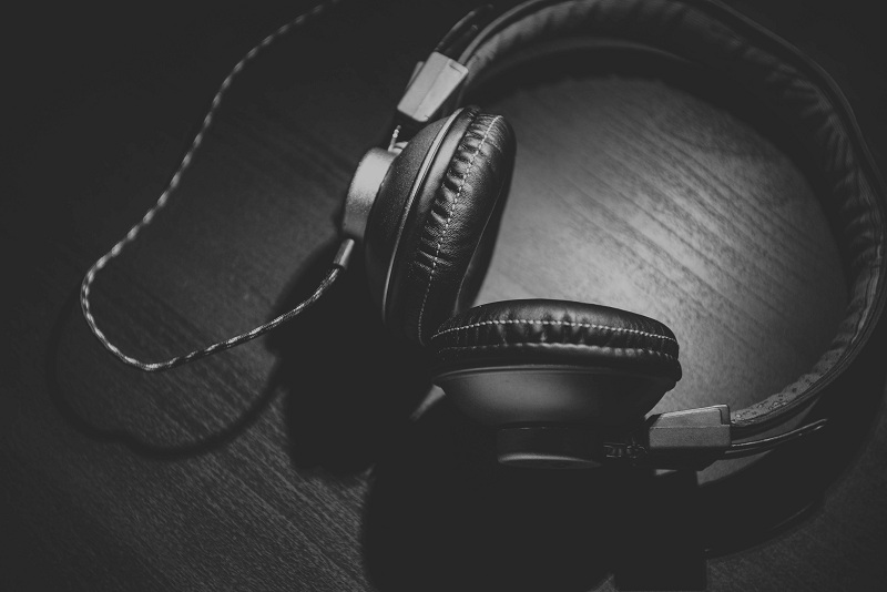 ways to listen to music from your smartphone offline