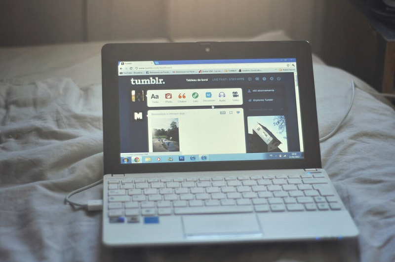 a photo of a laptop displaying tumblr website with added effects from tumblr editing apps