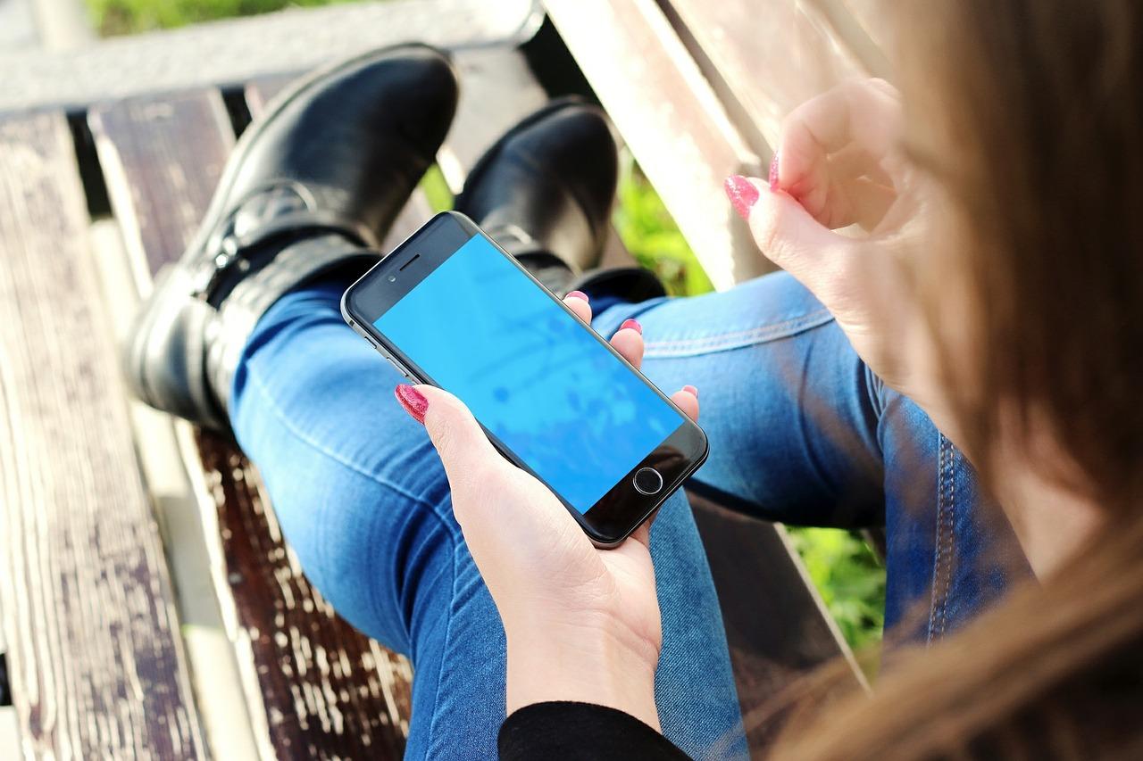 restoring her iphone